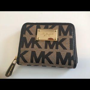 Michael Kors Jet Set Zip Around Wallet